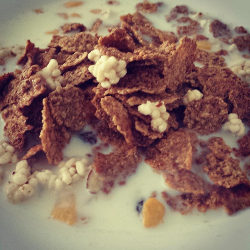 5 Wochen Fit Challenge - Basismüsli und Crunchy Flakes mit Milch und dazu eine Banane