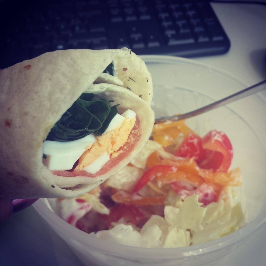 5 Wochen Fit Challenge - Lachs Spinat Wrap mit Salat
