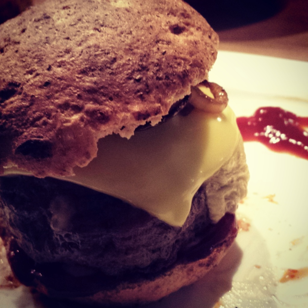 5 Wochen Fit Challenge - Burger gefüllt mit Käse und Paprika